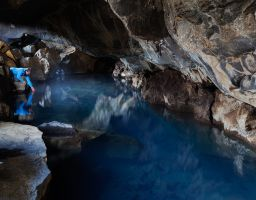 Wasser Grotte Höhle See Thermalwasser