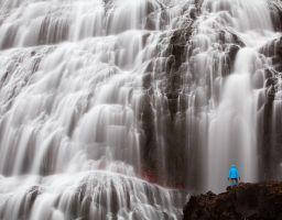 Wasserfall Mensch Fels Gischt