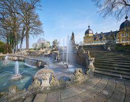 Schloss Seehof mit Wasserspielen
